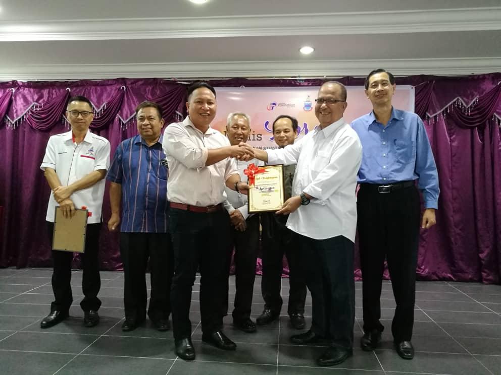 Komuniti Harapan Malaysia dan Kelab Malaysiaku, satu inisiatif positif: Abidin Madingkir.