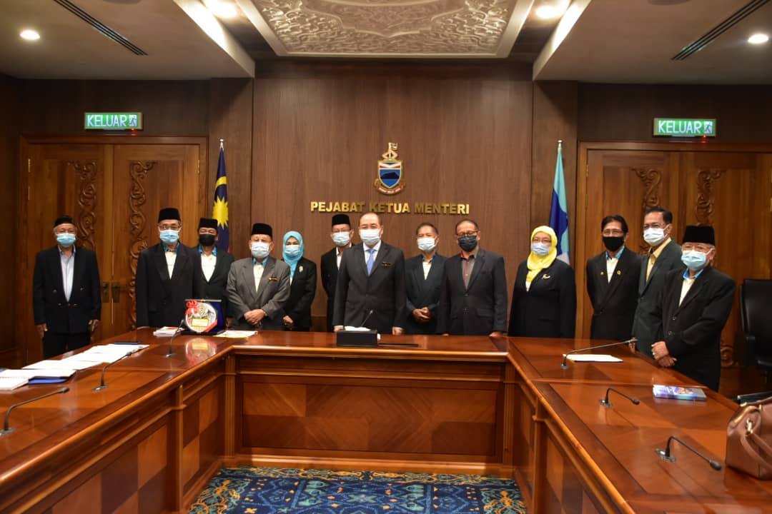 AJK Terringgi PPPPPM adakan kunjungan hormat ke atas Ketua Menteri Sabah.