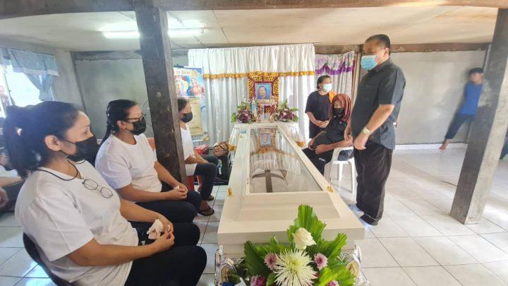 Robert Tawik beri penghormatan terakhir kepada mendiang Patricia @ Katong Ubong dan mendiang Vincent Kasius
