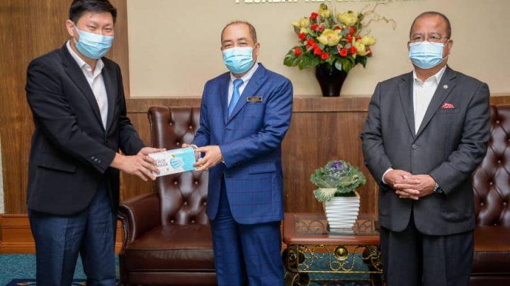 Kerajaan Negeri Sabah menerima sumbangan lebih 500,000 keping pelitup