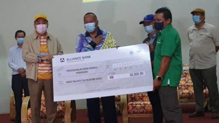 Persatuan Malim dan Porter Gunung Kinabalu terima sumbangan RM50 ribu daripada KM