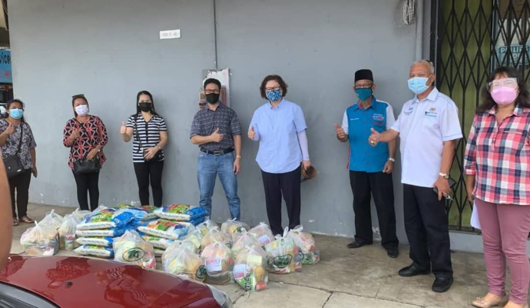 Tawau MP hands out 323 food baskets to 14 churches