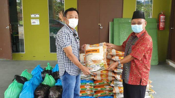 Penduduk terkesan PKP dalam kawasan DUN Bingkor terima sumbangan bakul makanan