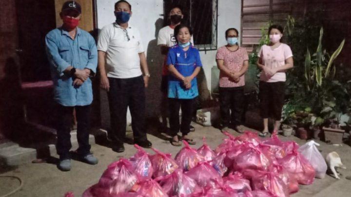 Seramai 48 keluarga  terjejas PKP terima  bakul makanan sumbangan YDP USIA