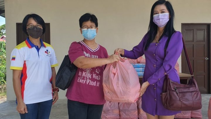 30 families Sungai Keling receive donations from Pearl Singers Association