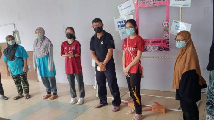Pemberian vaksin kepada pelajar sekolah di Ranau berjalan lancar