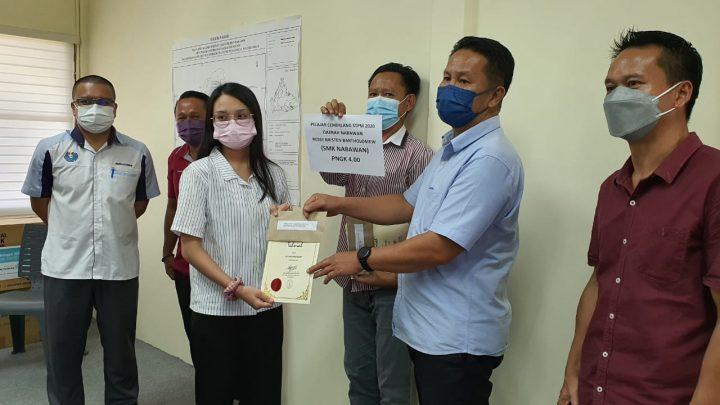 Tiga pelajar terbaik STPM 2020 SMK Nabawan terima ganjaran dari Ghani Yassin