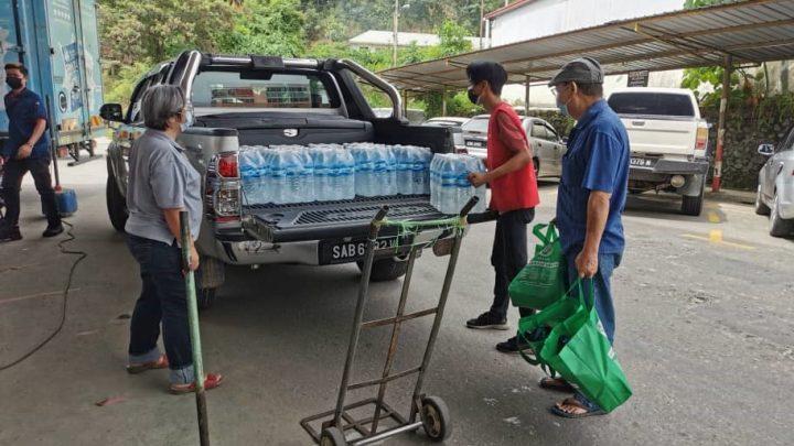 Pensyarah FPP UMS Gerakkan Bantuan Mangsa Terjejas Banjir Kilat